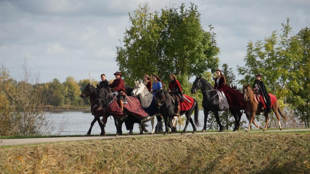 HISTORIE-KS Kasteelschutters Longbowman Handboogschieten Riddertoernooi Slot Loevestein Middeleeuwen Organisator Historische Evenementen Kasteel Kastelen groep 2