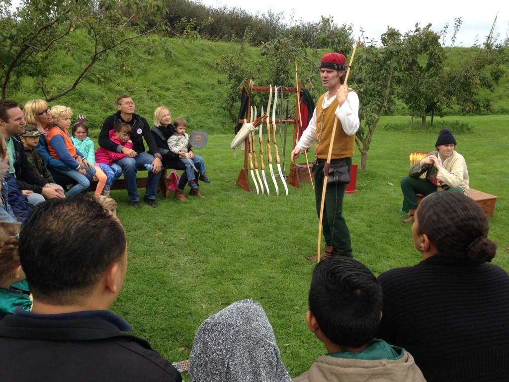 Kasteelschutters HISTORIE-KS Longbowman Workshops Handboogschieten Middeleeuwen Muiderslot Kasteel Wapens Educatie scholen 1