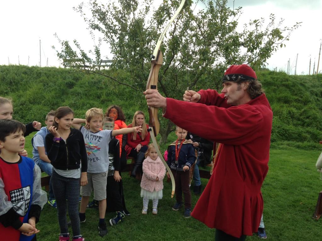 Kasteelschutters HISTORIE-KS Longbowman Workshops Handboogschieten Middeleeuwen Muiderslot Kasteel Wapens Educatie scholen 2